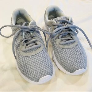 Nike Tanjun gray & white shoe size 7
